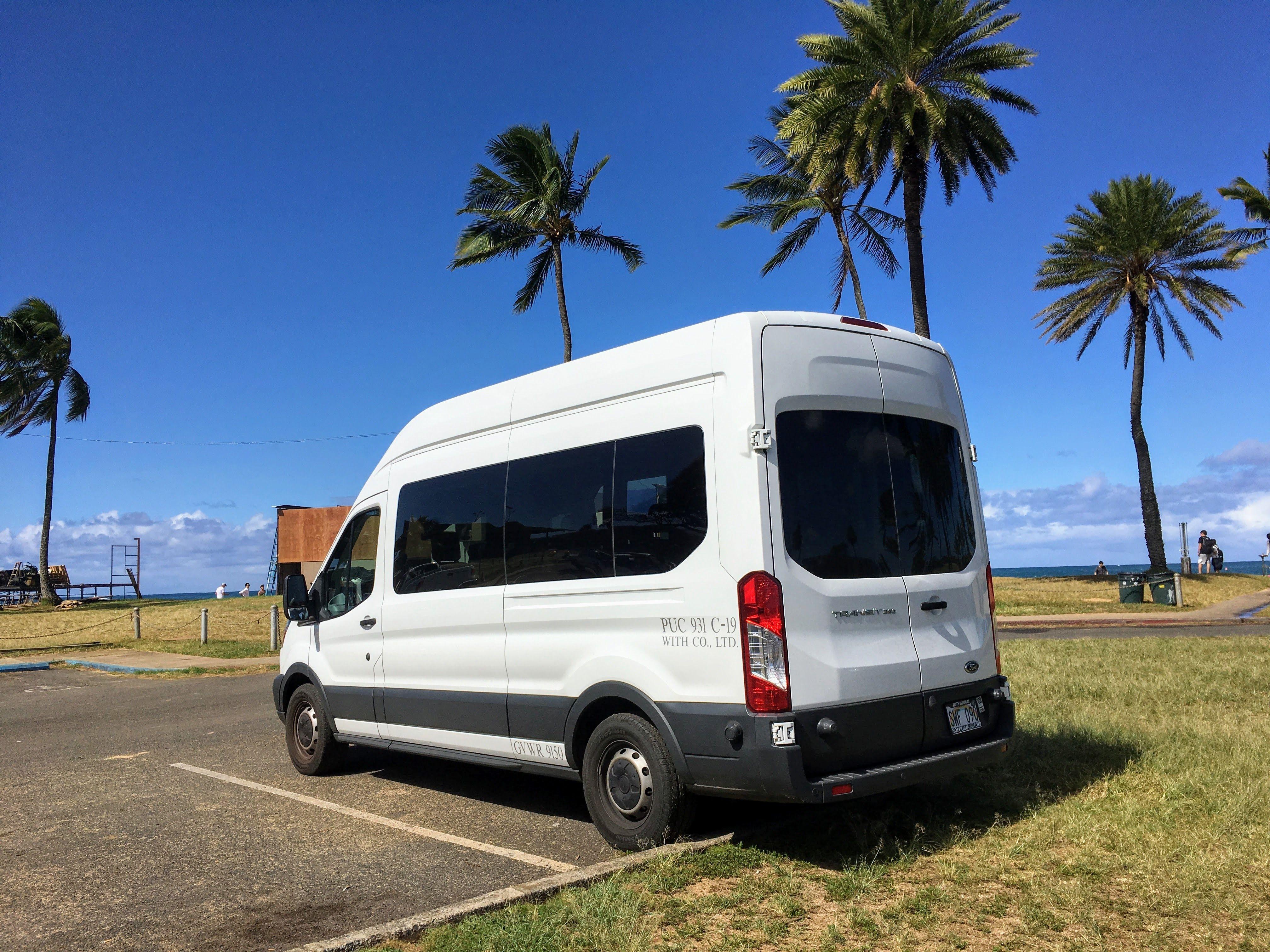 ハワイでしか食べられないとっても甘い「ハニークリームパイナッツプル」や珍しい果物があるフランキーズフルーツナーサリーに立ち寄ります